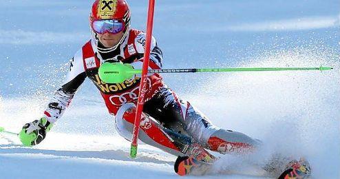 El quíntuple campeón mundial noruego Aksel Lund Svindal, líder de la Copa del Mundo, se clasificó vigésimo primero.