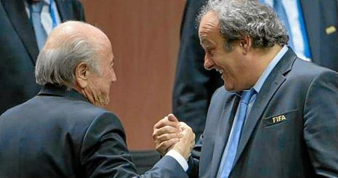 El exseleccionador franc�s cobr� en 2012, poco despu�s de la reelecci�n de Blatter, 1,8 millones de euros de la FIFA.