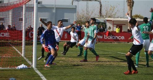 Carlos Fernández anotó el gol del triunfo.