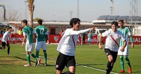 Momento del gol de Carlos Fernández para el filial sevillista.