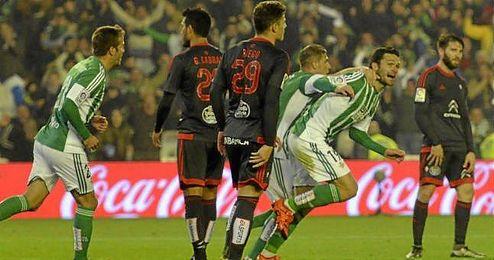 Jorge Molina celebra su valioso gol logrado ante el Celta
