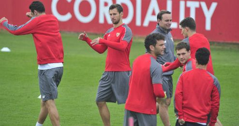 Krychowiak podría ser baja para el derbi de ser amonestado ante el Sporting.
