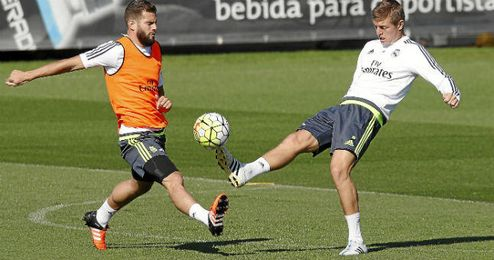 Nacho Fernández, junto al alemán Toni Kroos.