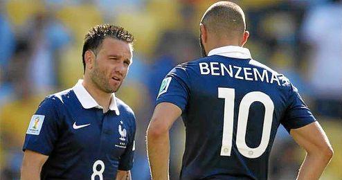 Valbuena y Benzema en un partido con la Selecci�n Francesa.