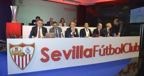 Imagen de la Junta General de Accionistas del Sevilla.