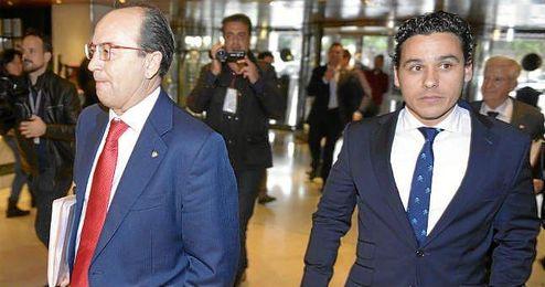 Del Nido Carrasco y José Castro llegaron juntos a la Junta de Accionistas.