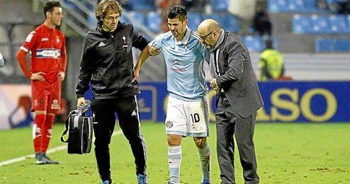 Nolito cayó lesionado en el partido ante el Espanyol, estará un mes de baja.