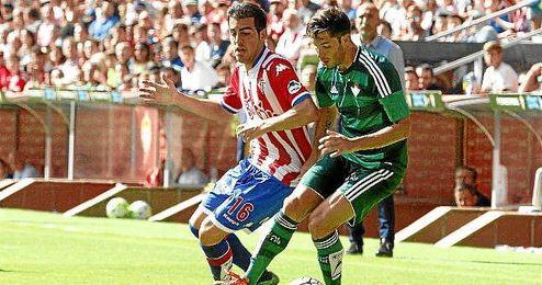 Lance del Sporting-Real Betis en Liga.