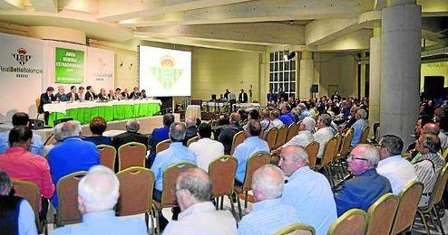 La última junta extraordinaria reunió en el Hotel Silken Al-Andalus a un número récord de accionistas.
