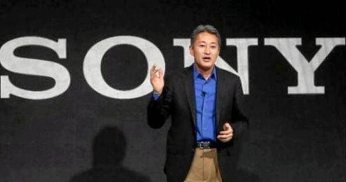 El consejero delegado de Sony presentando nuevos productos de la compa��a.