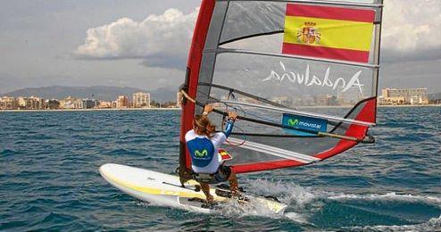 En la imagen, la windsurfista Blanca Manchón.