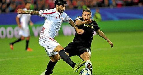 Éver Banega, en un lance de juego ante la Juventus.