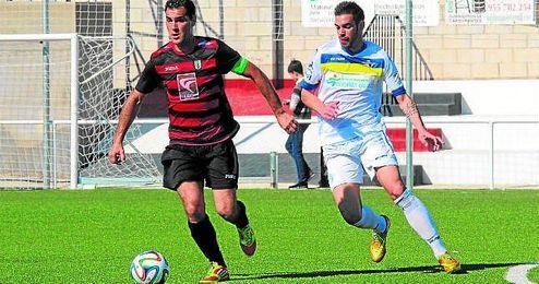 Rafa (izquierda) en un lance del Gerena-Écija disputado la pasada temporada.