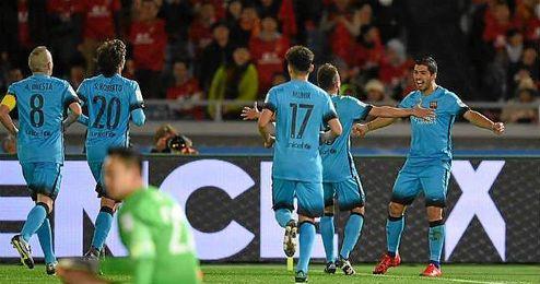 Suárez celebrando uno de los tres goles anotados en el partido.