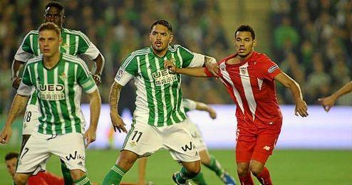 Vargas agarra a Kolo en un lance; el peruano y el francés, dos de los nuevos en el derbi.