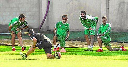 Molina, Matilla y Jordi, con futuro incierto en el Betis.