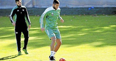 Tarek, durante un entrenamiento del Real Betis