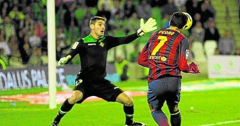 Un Barcelona l�der visit� el Villamar�n en la 13/14; gan� 1-4.
