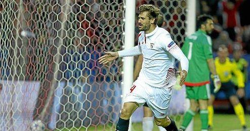 Llorente celebra, de manera contenida por respeto, el gol de la victoria ante la Juventus.