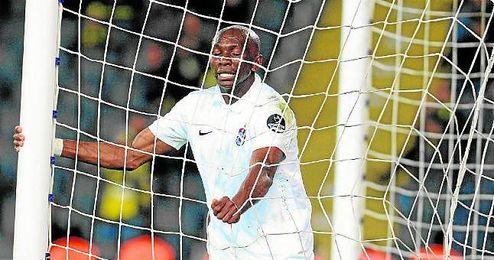 Stéphane M´Bia podría abandonar el Trabzonspor por problemas en el cobro.