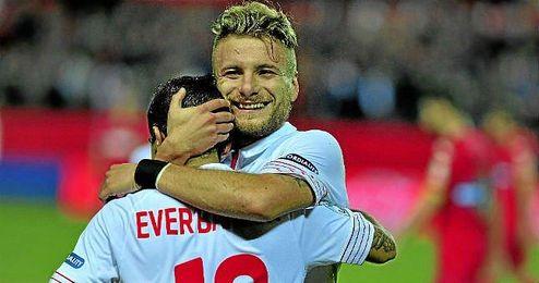 Immobile y Banega firmaron los tantos del Sevilla ante el Espanyol.
