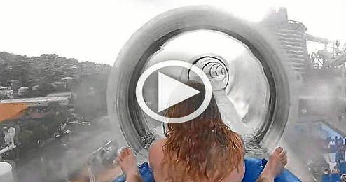 (Vídeo) El tobogán acuático más alucinante del mundo