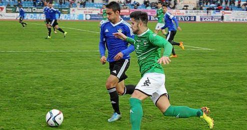 Lance del Villanovense-Betis B disputado hoy en el Romero Cuerda.