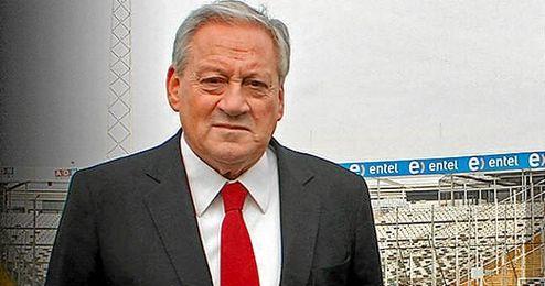 En la imagen, el recien nombrado presidente Arturo Salah.