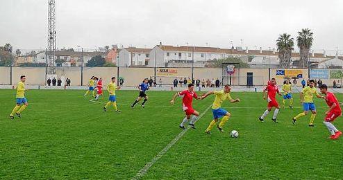 Lance de juego del pasado Coria-Alcalá.