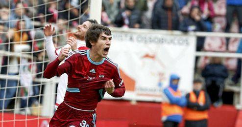 Elustondo celebrando un gol ante el Rayo.