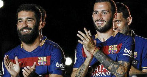 Arda Turan y Aleix Vidal por fin pudieron debutar con el Barça.
