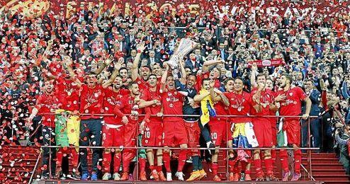 El equipo se alz� con la UEFA Europa League en Varsovia.