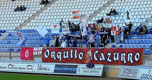 En la imagen, aficionados de la Cultural y Deportiva Leonesa.