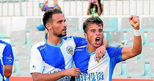En la imagen, Pol Roige celebra un gol con el Sabadell; ahora lo hará con el Mallorca.