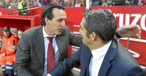 Emery saluda a Valverde antes del partido.