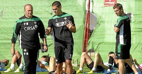 Juanito junto a Pepe Mel en su etapa en la cantera bética.