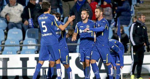 Jugadores del Getafe celebran un gol de Álvaro Vázquez