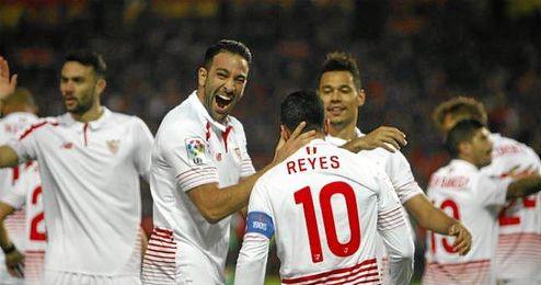 Rami y Reyes, goleadores en el derbi de Copa, celebran el 1-0.