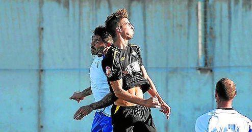 Pablo Aguilera salta de cabeza con el blanquiazul Serrano.