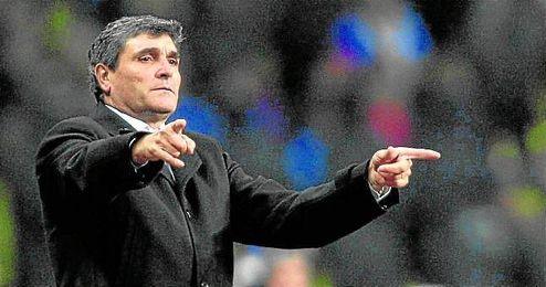 Juan de la Cruz Ramos Cano (Pedro Muñoz, 25-09-1954) no entrena desde que dejó el Dnipro el 22 de mayo de 2014.