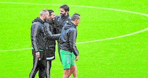 Jordi, Kadir y Digard, con Capi.