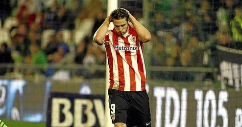 Sola, de 29 años, ha disputado 10 partidos con el conjunto vasco esta temporada (tres goles).