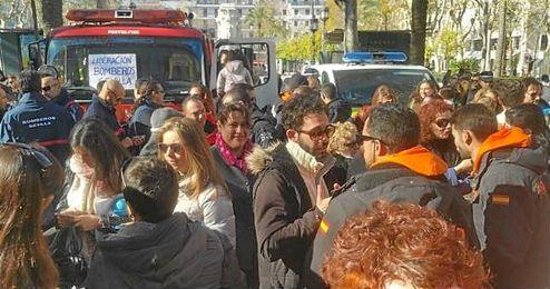 Imagen de la manifestación en la que exigían libertan para los bomberos.