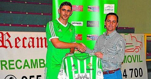 Chamorro, a la derecha, junto al recién llegado Negro, último fichaje del Real Betis FSN.