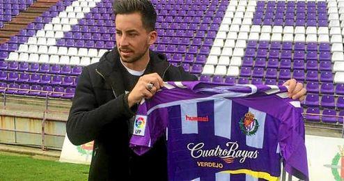Rennella posa con la camiseta del Valladolid en su presentaci�n.