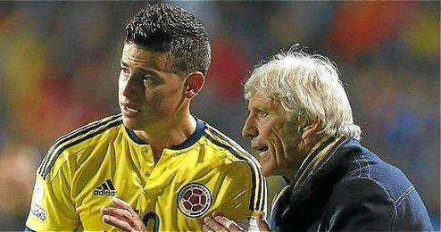 Pekerman y James en un partido de la selección colombiana.