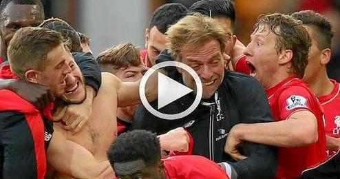 El técnico alemán perdió sus gafas durante la celebración del último tanto.