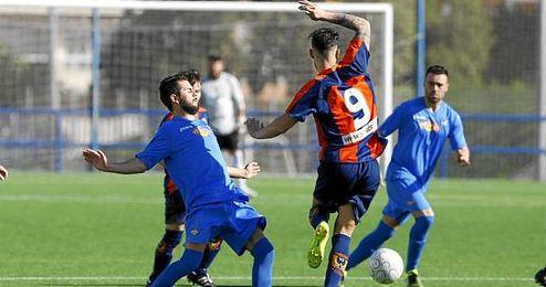 Imagen de un partido entre el Cerro y el Torreblanca en Segunda Andaluza de esta temporada.