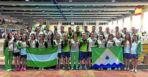 Imagen de los representantes del C.N. Mairena que lograron la permanencia en Madrid.