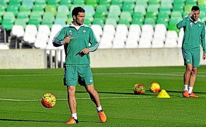 Jorge Molina, en un entrenamiento del Betis.